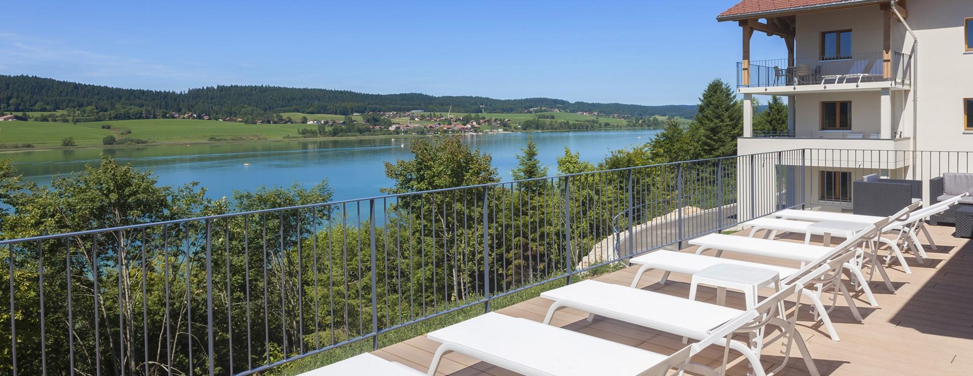 Terrasse Les Rives Sauvages hôtel Franche-Comté
