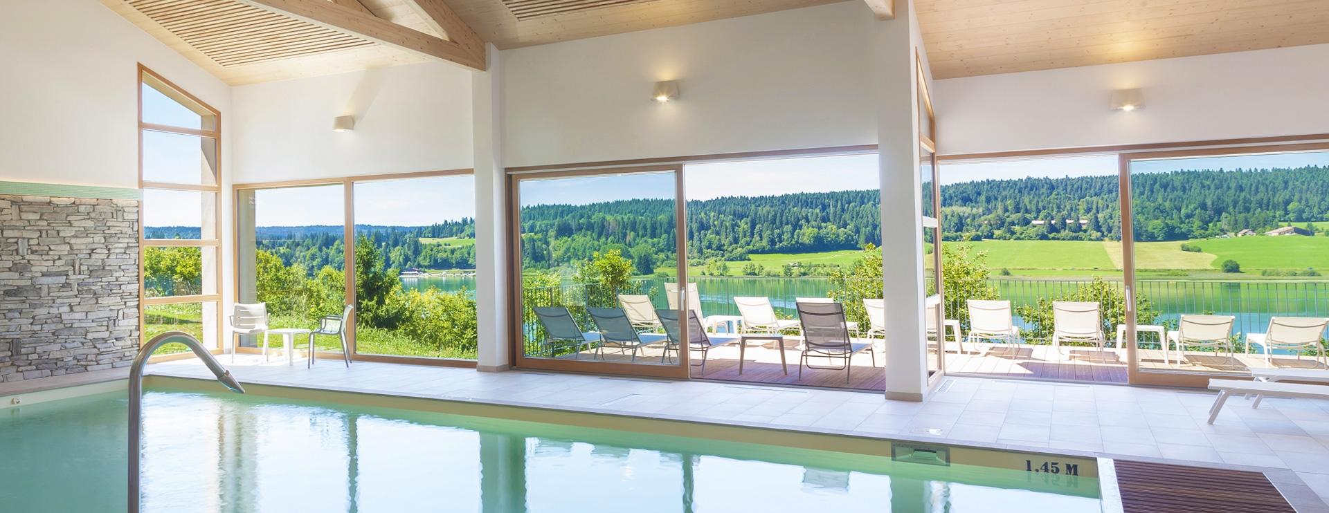 Piscine intérieur hôtel spa Lac Saint-Point